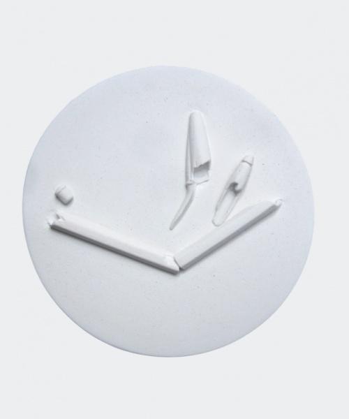 El que queda, relleu de guix, 30x30cm., 2010