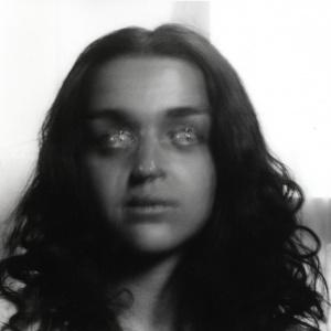 Tribu (Alice), còpia fotogràfica bromur de plata da negatiu 6x6 cm., 2015.